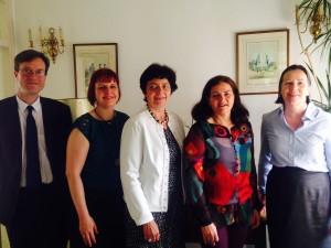 Déjeuner du conseil consulaire. De gauche à droite : Xavier Rey (premier conseiller), Hélène Degryse, Maryse Imbault, Catherine Libeaut (conseillères consulaires), Christina Vasak (consule)