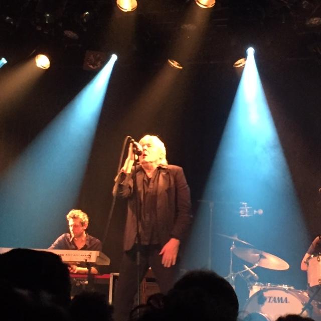 Arno : sublimissime concert entre deux quintes de toux